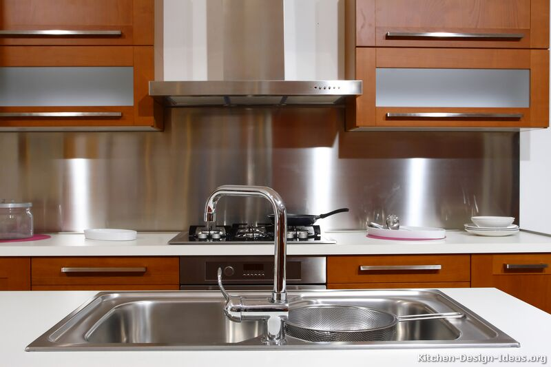 The most popular kitchen backsplash trends of 2015 for Stainless steel sheets for kitchens