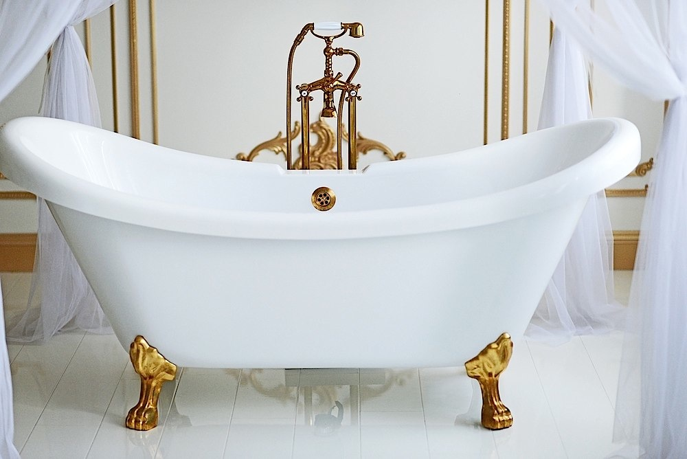Pictures Of Clawfoot Bathtubs: This Summer's Hottest Home Design Trends