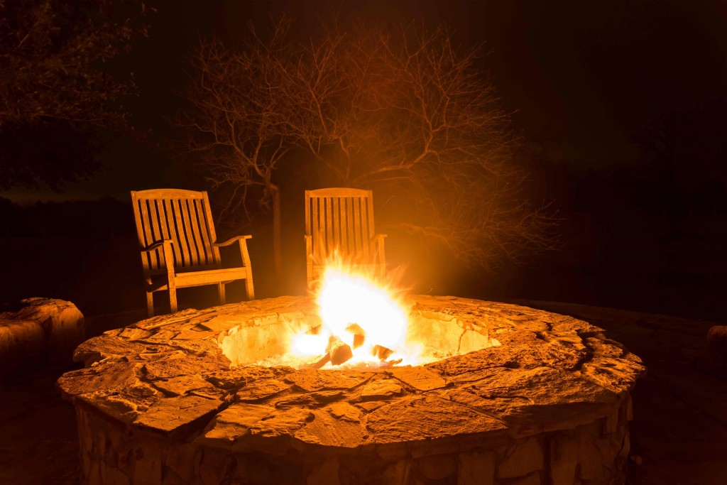 Autumn Night Fire Pit : Summer home renovations projects you can do over the